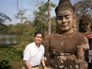 El Príncipe Ravi de Camboya y los ladrones de estatuas