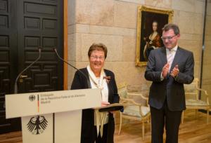 Alemania honra la trayectoria de Helga de Alvear