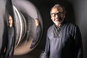 Subodh Gupta: come, piensa, ama