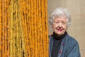 Sheila Hicks, la tejedora prodigiosa