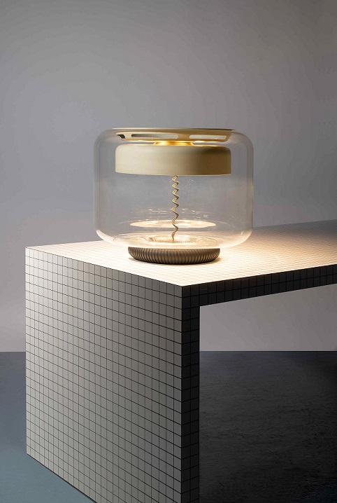 ARTCURIAL Composition 2, Superstudio, Table en bois & Gian Franco Frattini, Lampe de table